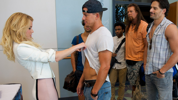 MAGIC MIKE XXL - 2015 FILM STILL - Pictured: (L-r) ELIZABETH BANKS as Paris, CHANNING TATUM as Mike, ADAM RODRIGUEZ as Tito, DONALD GLOVER as Andre, KEVIN NASH as Tarzan, JOE MANGANIELLO as Richie and JADA PINKETT SMITH as Rome -  Photo Credit: Claudette Barius   Copyright: © 2015 WARNER BROS. ENTERTAINMENT INC. AND RATPAC-DUNE ENTERTAINMENT, LLC