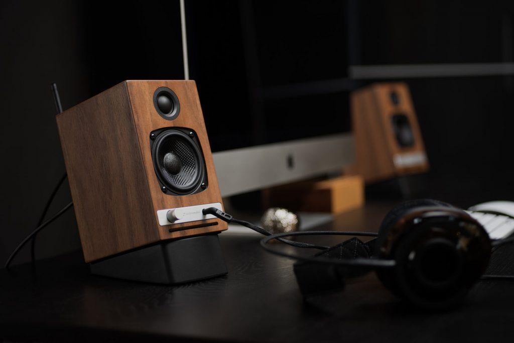 hd3_walnut_desktop_with_headphones-1920x1280